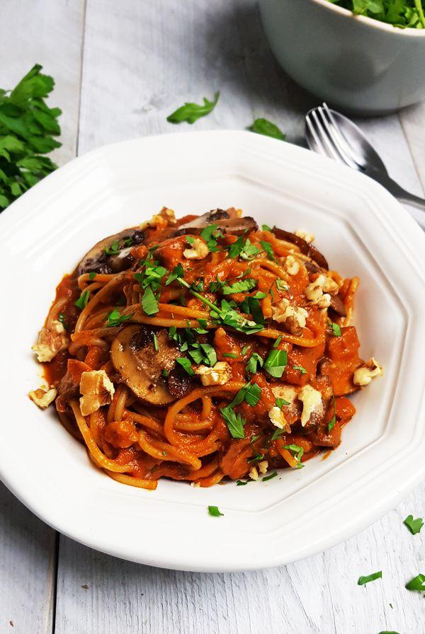 Pasta met geroosterde paprikasaus en balsamico-champignons | Gewoon een foodblog!