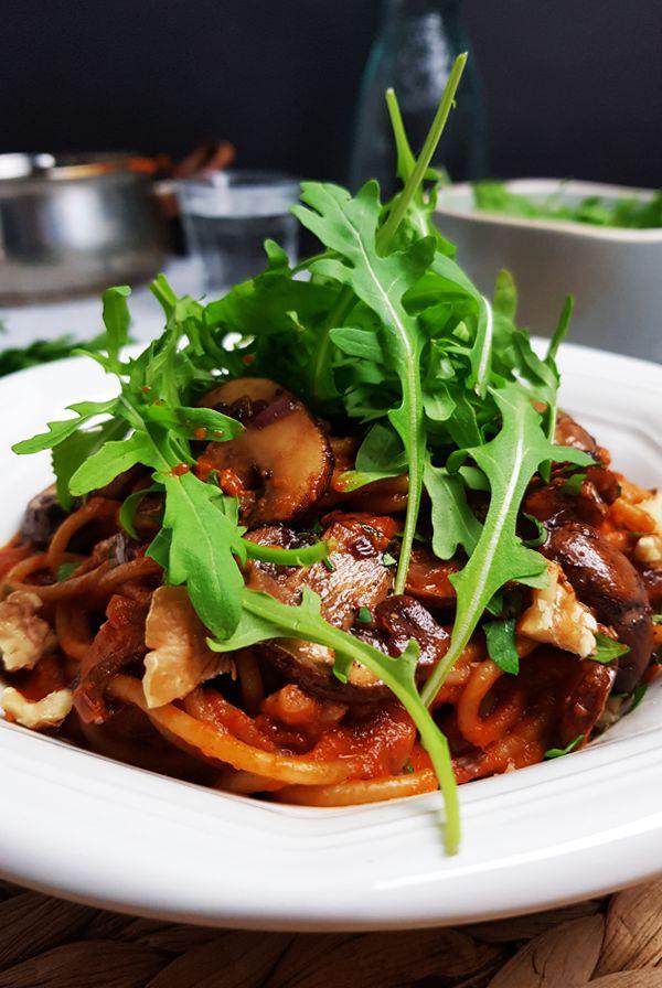 Spaghetti met paprikasaus, kastanjechampignons en balsamico | Gewooneenfoodblog.nl