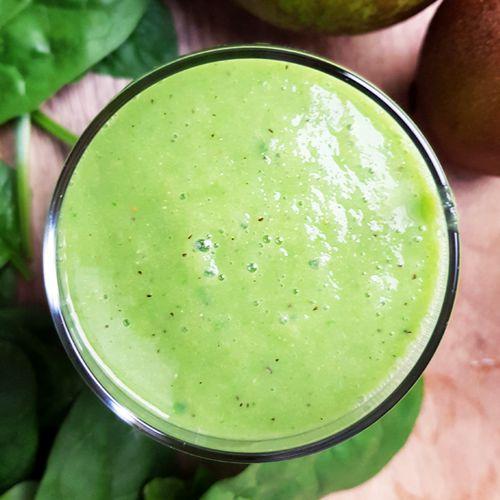 Perensmoothie met kiwi, spinazie en komkommer