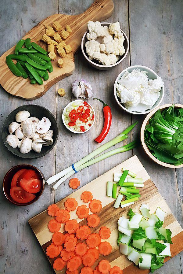 Gesneden ingrediënten voor cap cai | Gewooneenfoodblog.nl