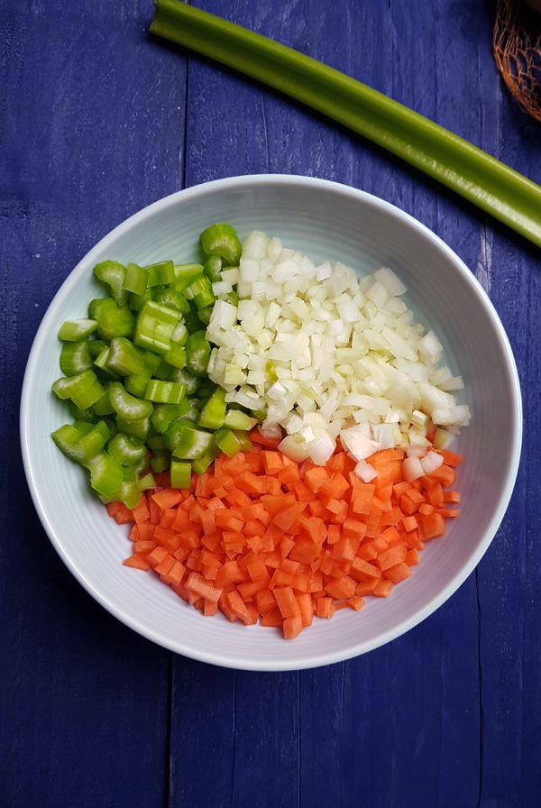 Soffritto voor de ribollita | Gewooneenfoodblog.nl