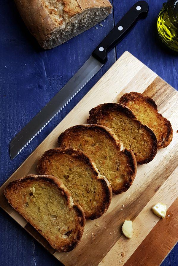 Geroosterd brood voor in de Toscaanse soep | Gewooneenfoodblog.nl