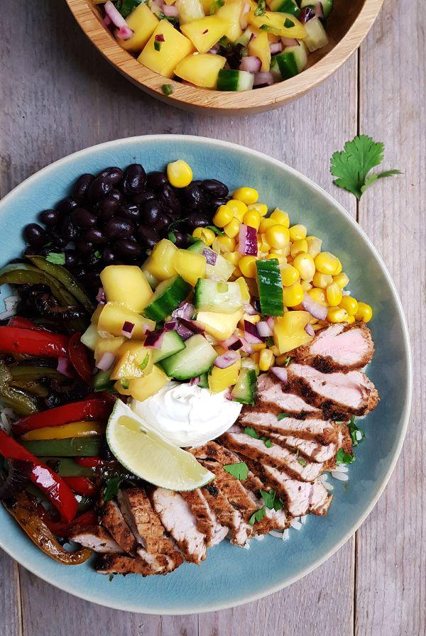 Varkensfajita, met rijst, paprika en mango-komkommersalsa | Gewooneenfoodblog.nl