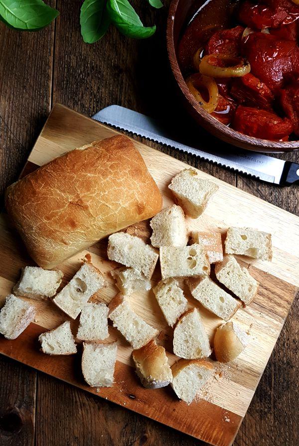 Kaascroutons maken voor geroosterde-tomatensoep | Gewooneenfoodblog.nl