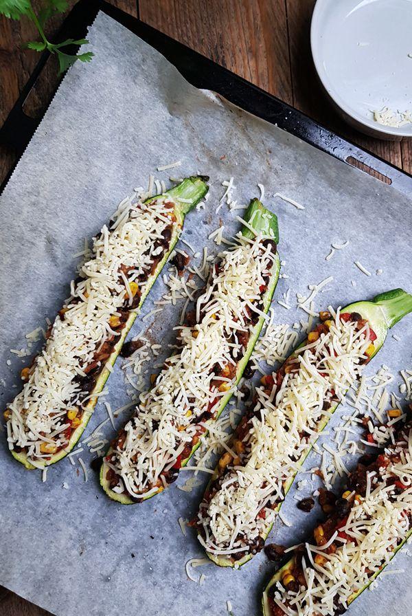 Vegetarische courgette bootjes maken | Gewooneenfoodblog.nl