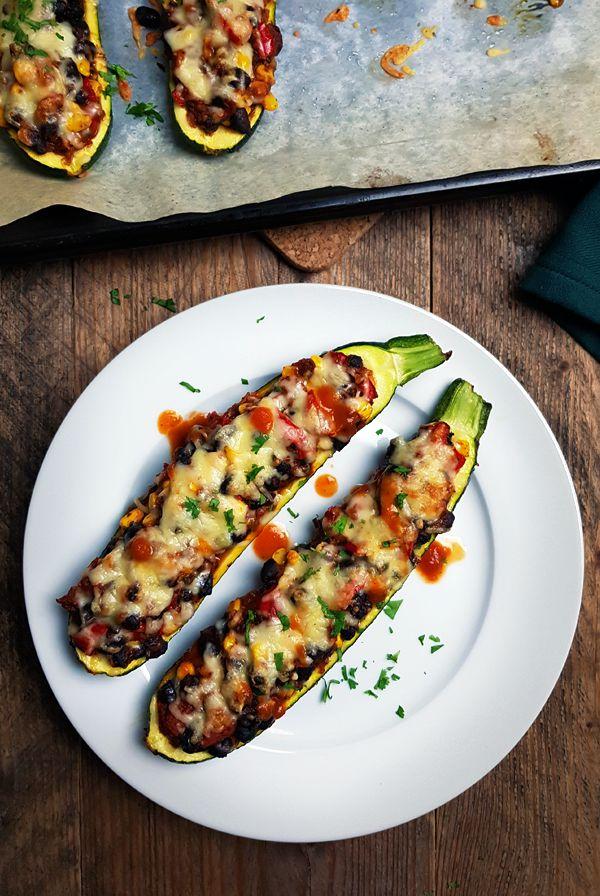 Gevulde courgette met zwarte bonen, paprika en mais | Gewooneenfoodblog.nl