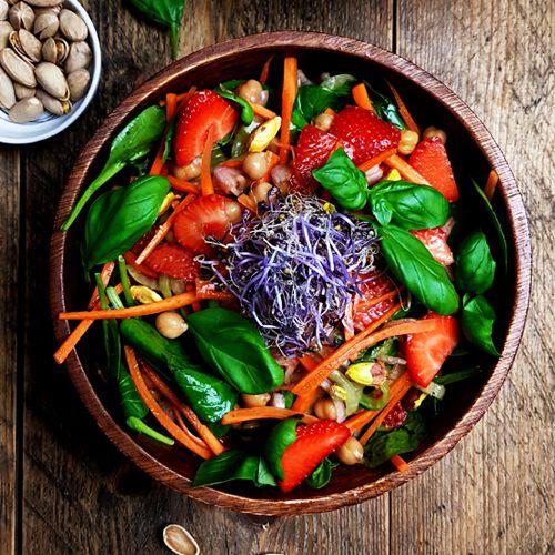 Spinaziesalade met aardbeien, kikkererwten en balsamicodressing recept | Gewoon een foodblog!