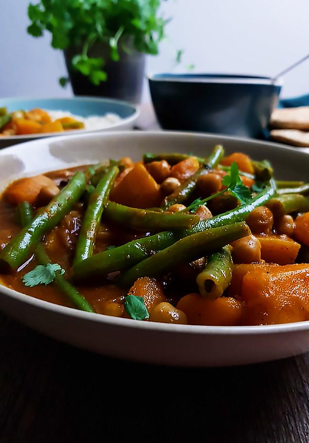 Vegetarische Indiase curry met pompoen en sperziebonen - Gewooneenfoodblog.nl